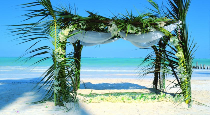 Honeymoon  Exotic Zanzibar Breezes Beach Club and Spa 5***** demipensiune Zbor din Otopeni Cu taxe incluse